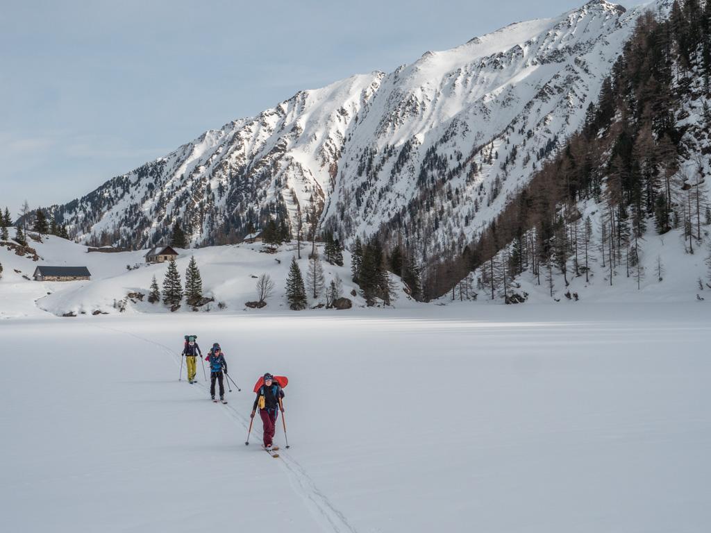 Traversée de lacs glacés seul au monde. L'Autriche réserve continuellement de belles surprises.