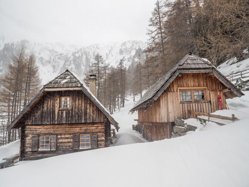 Le territoire autrichien est jonchée de cabanes dans ce style, même au fond des vallées. Elle reste cependant fermée pendant l'hiver.