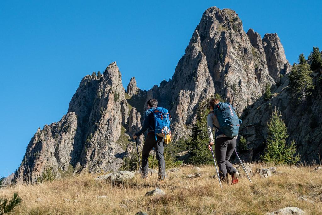 A l'approche de l'arête W du Mont Poncet, en passant au pied de nombreux Caïre (terme utilisé pour désigner qualifier un sommet).