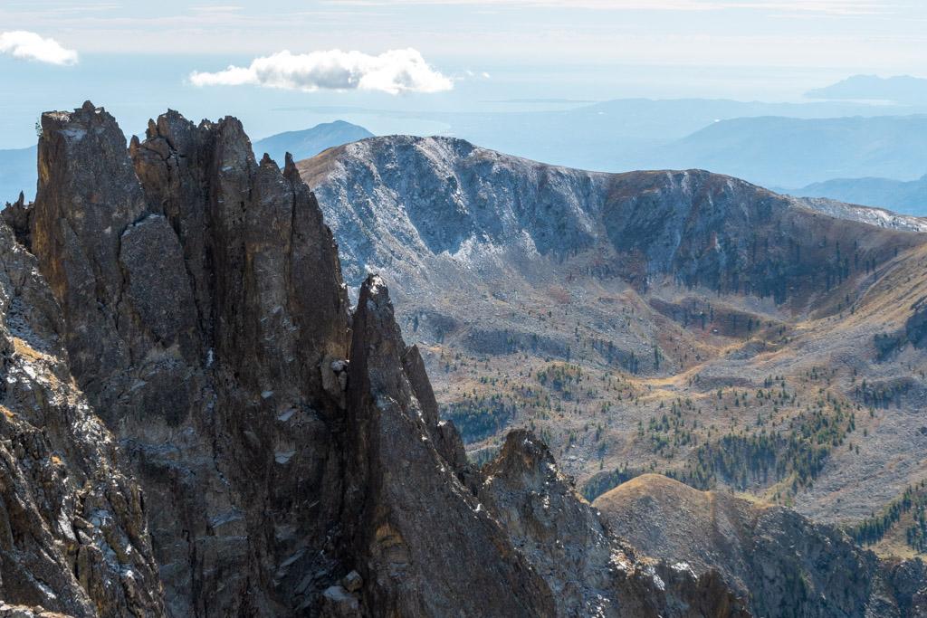 Et oui, c'est un des intérêts des courses d'alpinisme dans le Mercantour, on peut voir la mer depuis le sommet !