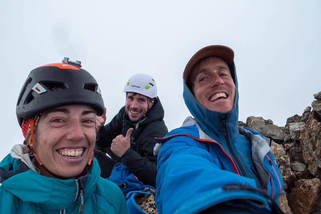 Sommet du Mont Poncet pour l'équipe, le brouillard présent nous empêche de voir la mer