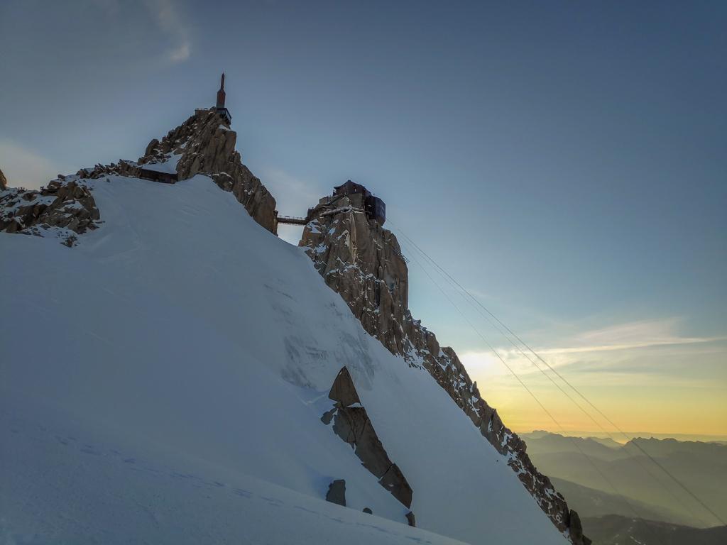 Aiguille du Midi, et une Vallée Blanche sans trace, seul au monde, t'y crois ça ? Vu l'heure on se demande pourquoi on s'est pas levé plus tôt maintenant