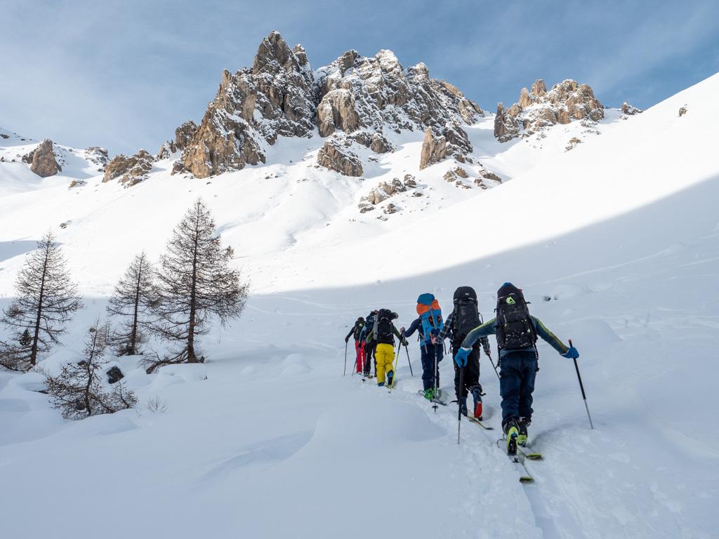 Le ski de rando, c'est l'occasion de découvrir des endroits inaccessibles en hiver normalement.