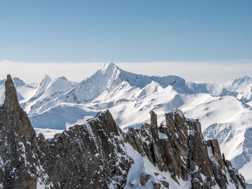 Perspective sur les montagnes qui nous font face au 1er col.