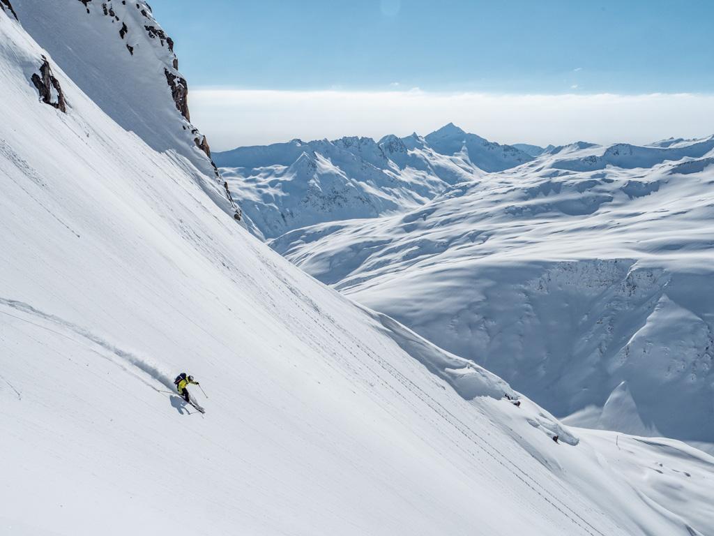 Une photo qui résume la journée. Beau temps, belle neige, neige immaculée et pas une âme dans la zone.