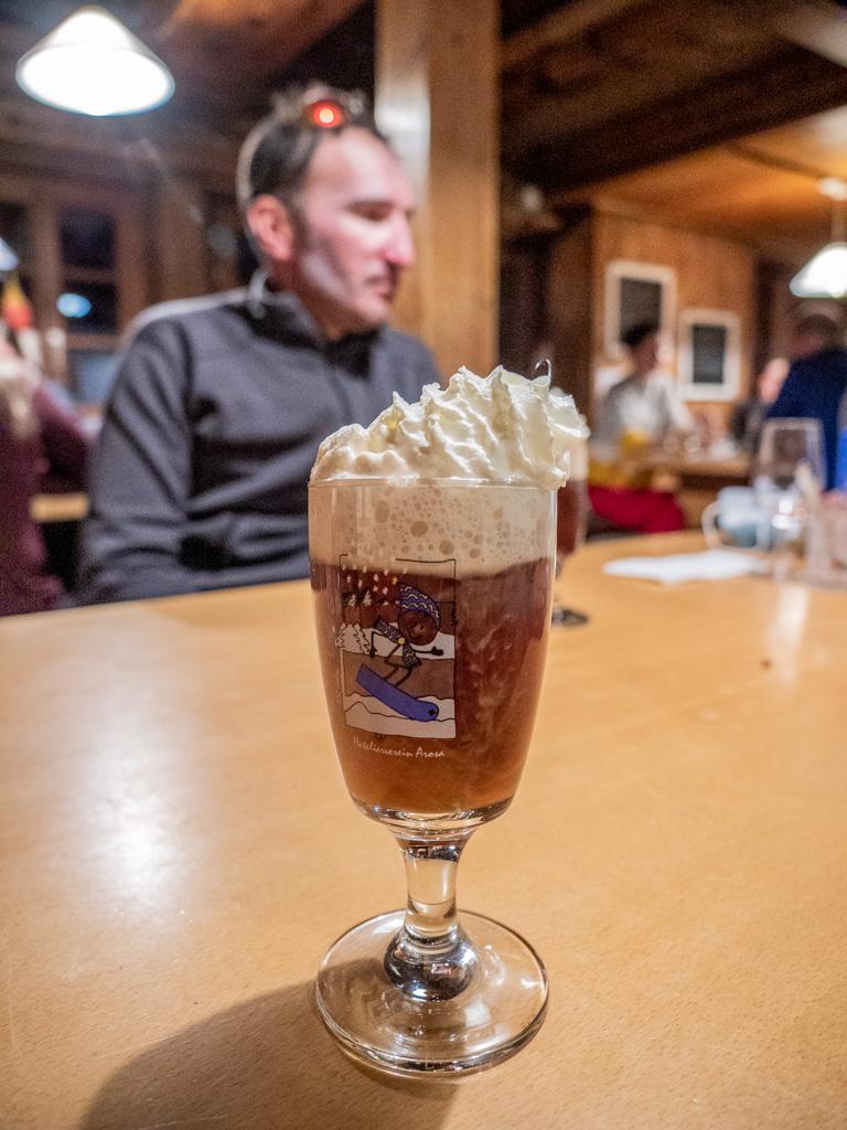"""Une petite spécialité de la Rotondo hütte, le café avec """"un peu"""" d'alcool..."""