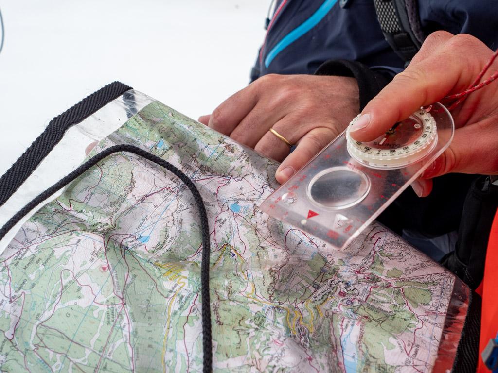Boussole, carte : à l'ancienne pour revoir les bases sur la boussole et la carte