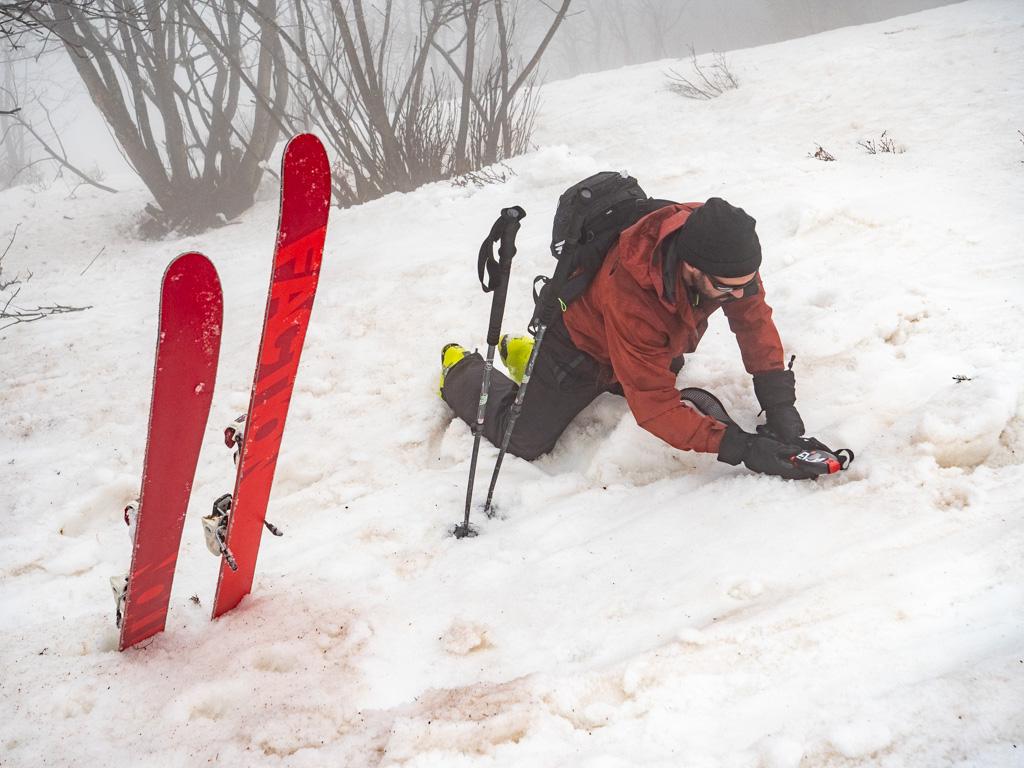 Exercice DVA en vrai conditions, à savoir skis aux pieds, dans une pente à 30° et sur une vaste zone.