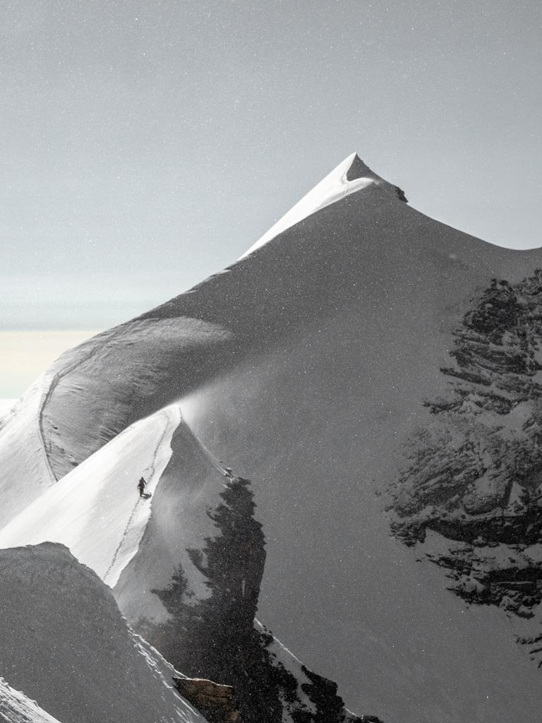 Arête neigeuse  des Lyskamm, avec le vent qui monte en puissance